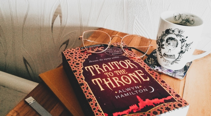 Traitor to the throne, T2 – Alwyn Hamilton