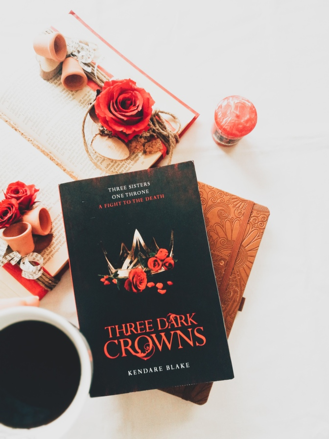 Three Dark Crowns, T1 -Kendare Blake